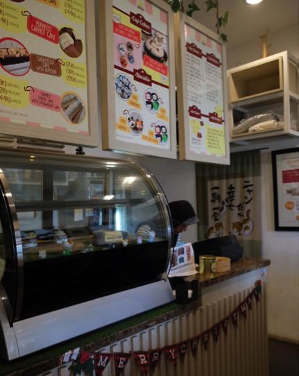 Area counter dan kasir terpisah dari kafe