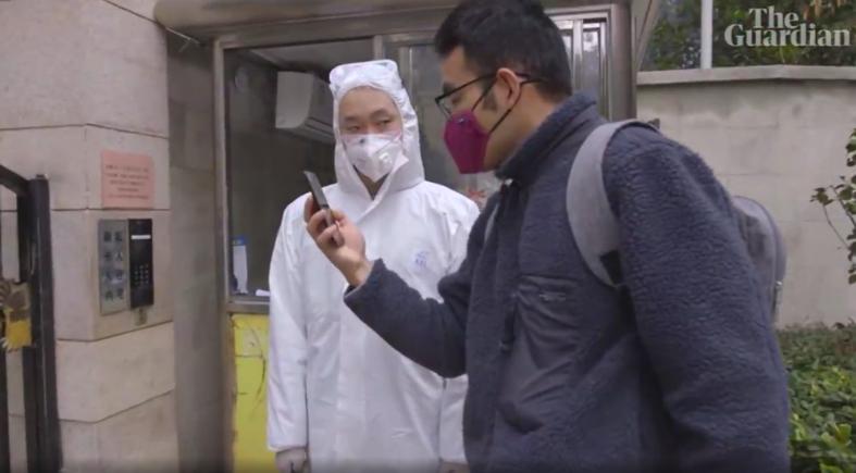 Ye Jialin, berkeliling rumah warga Wuhan untuk memberi makan dan minum anjing atau kucing peliharaan di masa pandemi Covid-19